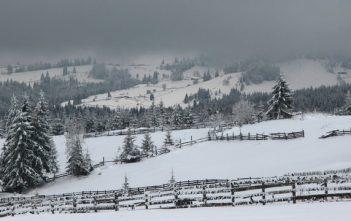 Piatra fantanele paysage sous la neige en roumanie