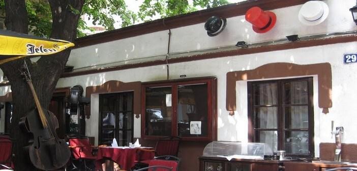 Restaurant Les Trois Chapeaux à Belgrade; la référence à Skadarlija