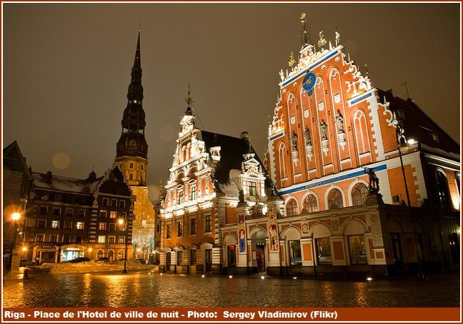 Riga Place de l'Hotel de ville de nuit