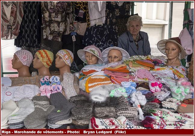 Riga marchande de vetements traditionnels