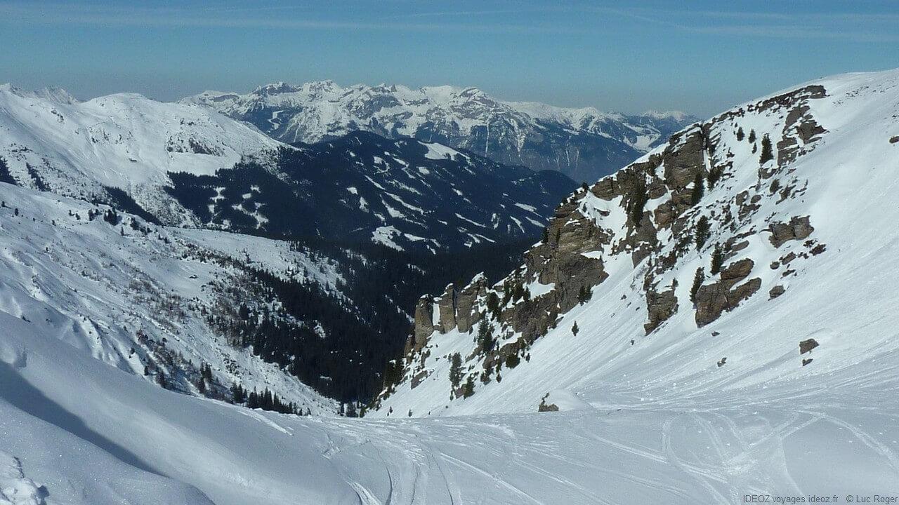 cimes et sommets dans les Alpes autrichiennes de Zillertal