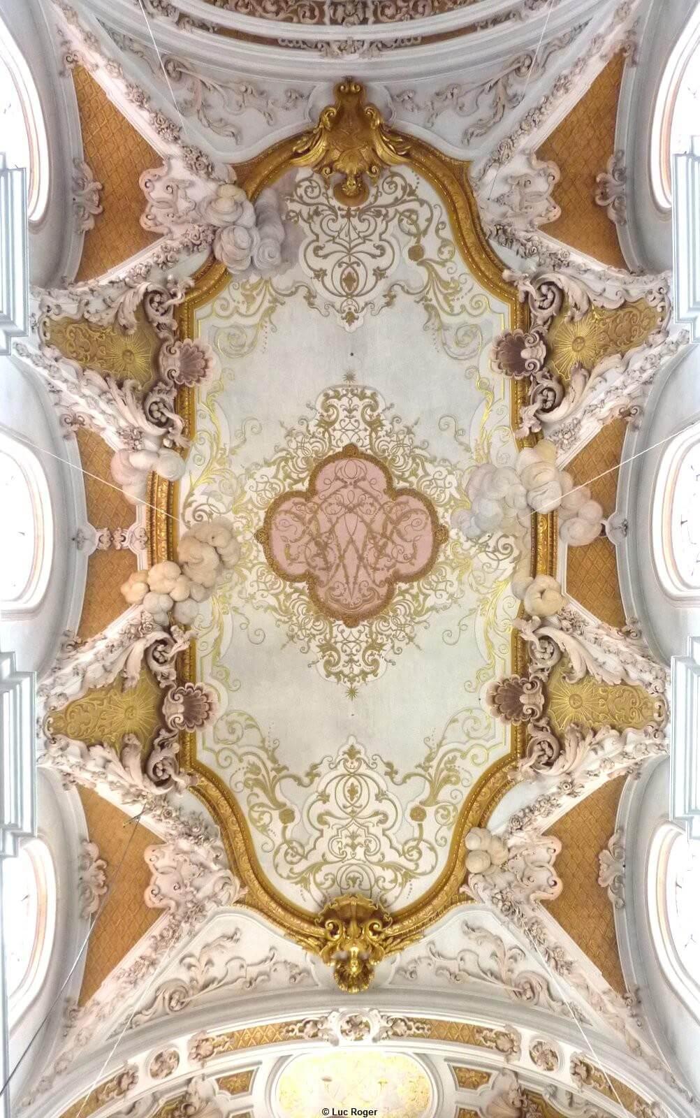 Abbaye Rohr plafond ornementé