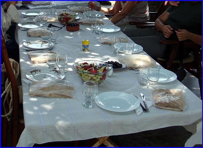 Arménie repas du déjeuner sous la tonnelle