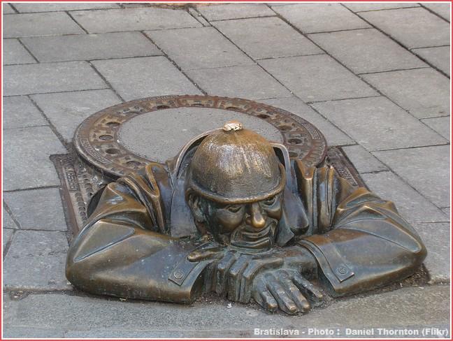 Bratislava drole de statue