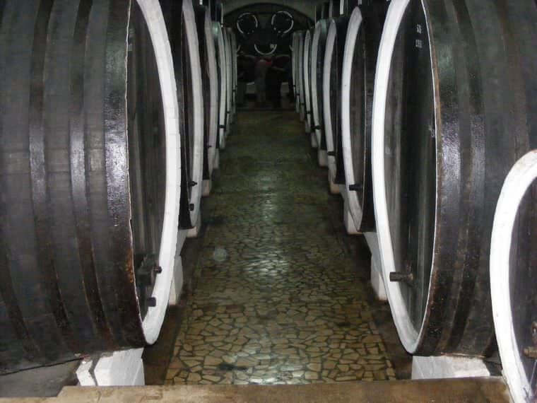 Cave de Tămâioasa vinuri de pietroasele mare