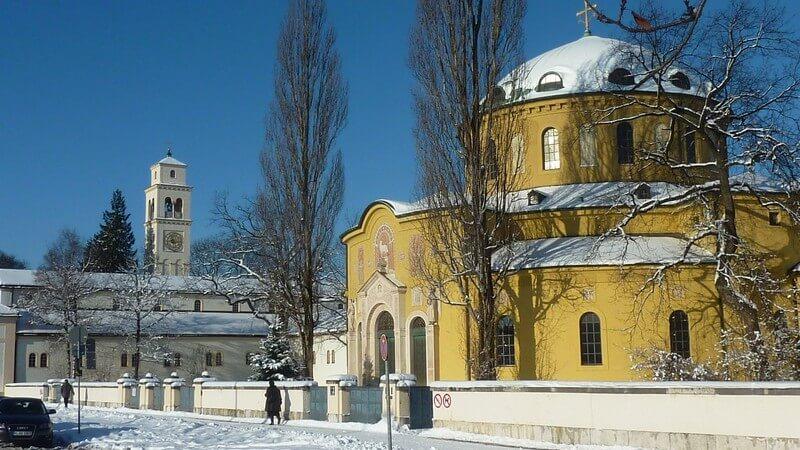 Cimetiere Westfriedhof Munich Eglise