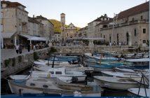 Hvar eglise et barques