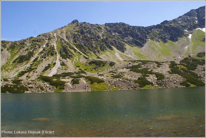 Lac près de Zakopane dans le parc des Tatras polonais