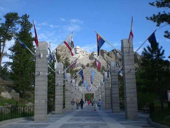 Mount Rushmore National Memorial presidential trail