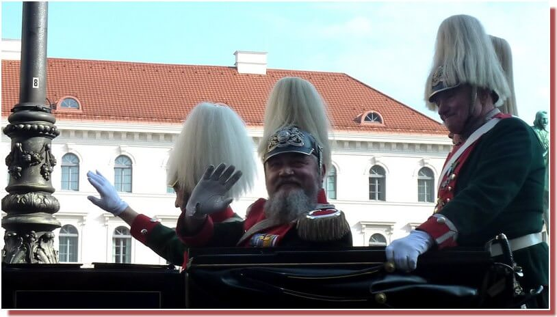 oktoberfest-munich-defile-parade-militaire