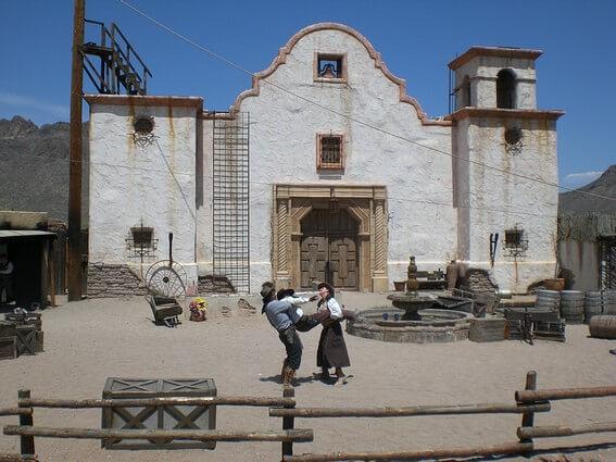 Old Tucson Studio scène de western devant une chapelle
