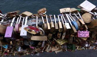 Paris cadenas du pont des arts