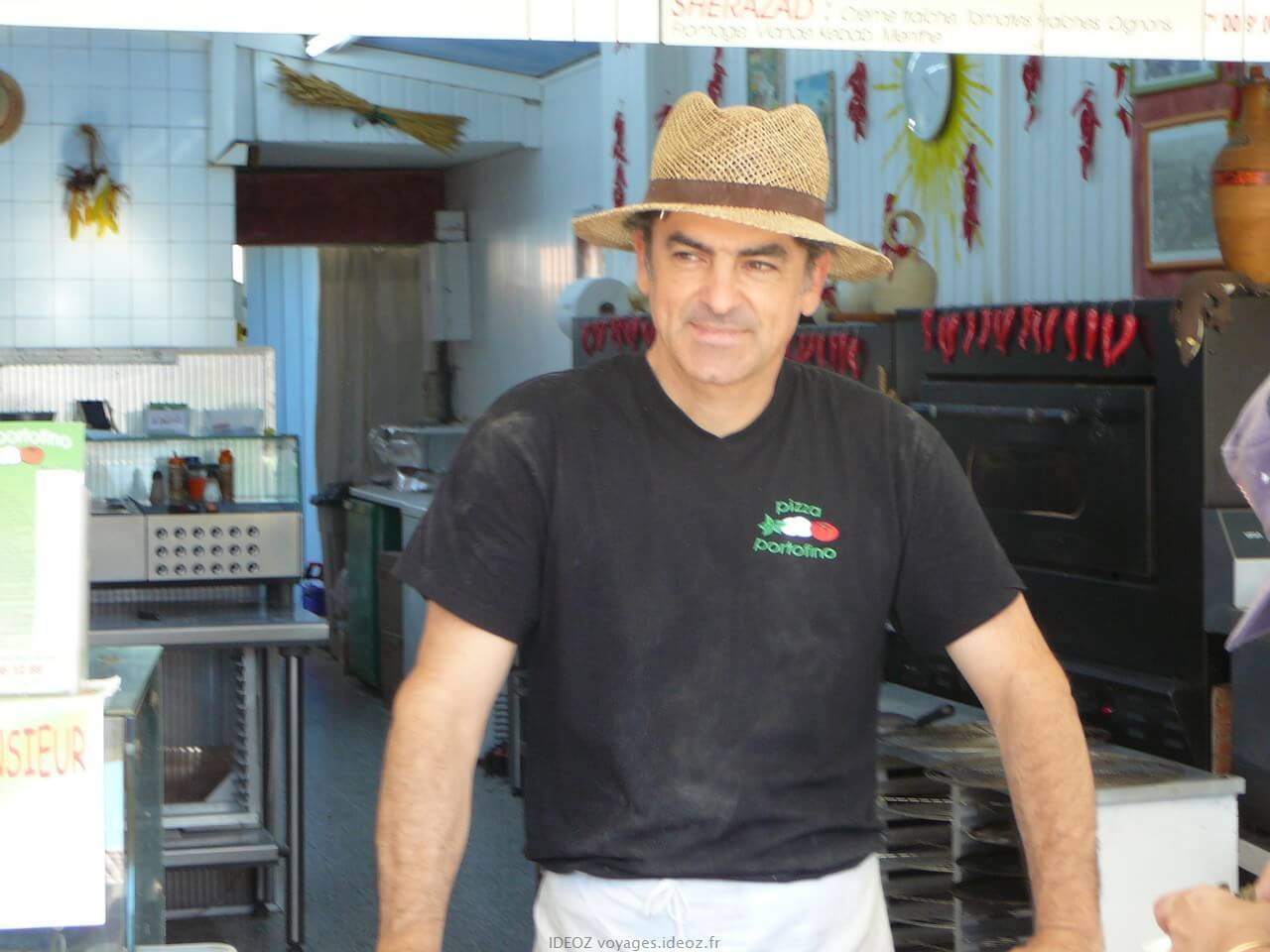Patrick pizzaiolo à la pizzeria portofino à Port la nouvelle