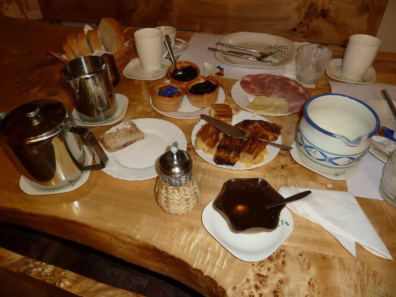 Petit déjeuner à la pension mrzlingrad chez Branko et Sonja