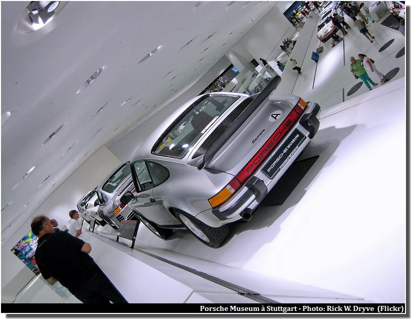 Musée Porsche (Porsche Museum) ; un temple de l'automobile à Stuttgart