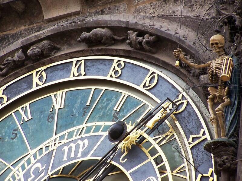 Prague horloge astronomique squelette de la mort