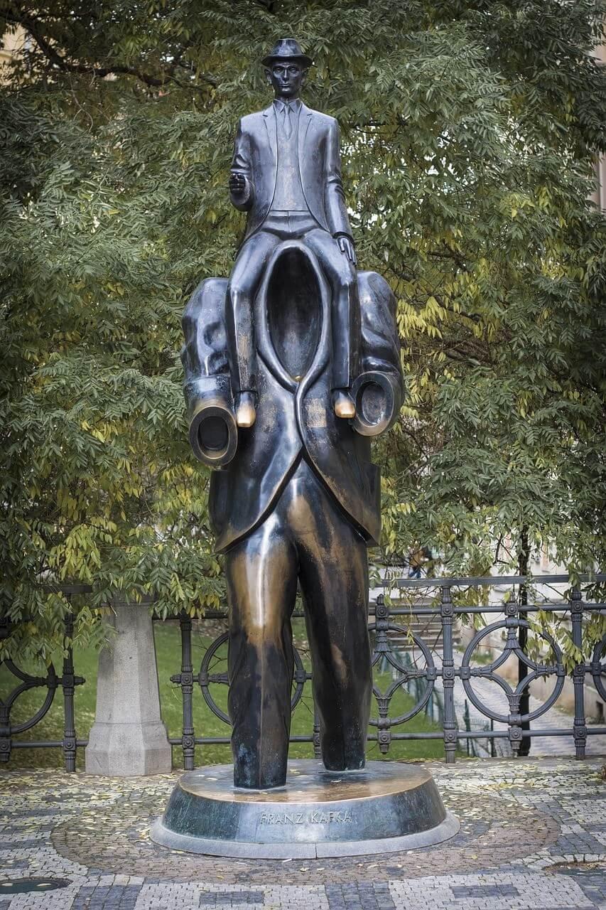Prague statue de Kafka