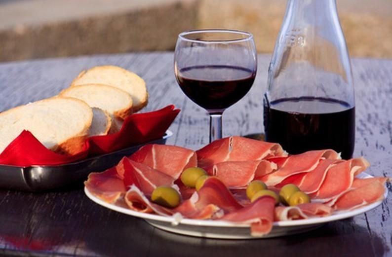 Prsut jambon sec spécialité de Dalmatie cuisine croate