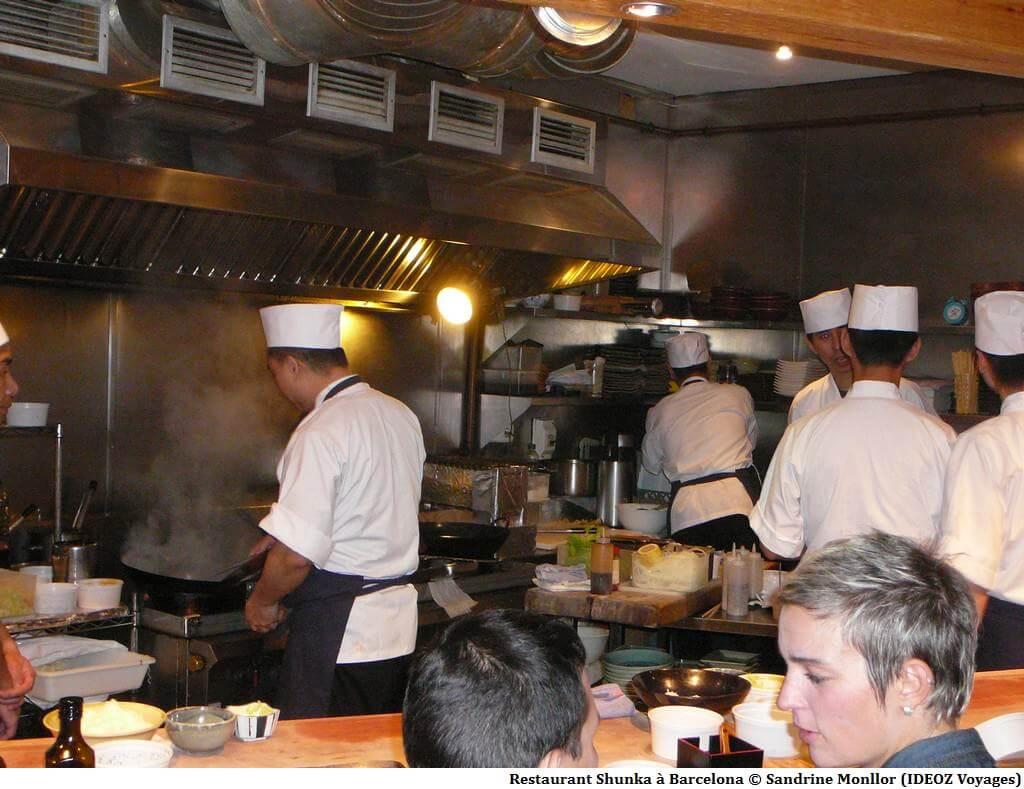 Restaurant Shunka à Barcelone préparation des plats devant les clients