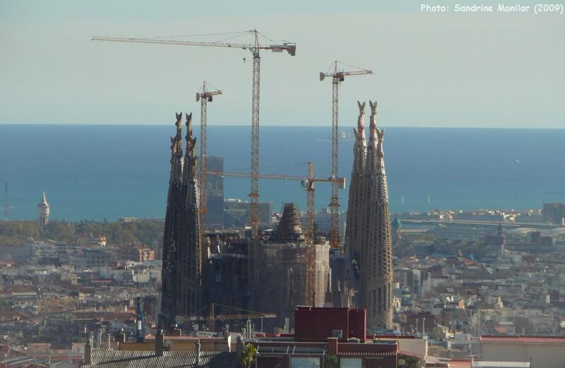 Sagrada Familia depuis les hauteurs de Barcelone