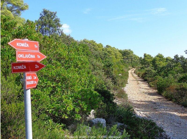 Sentier de randonnée sur l'île de Vis