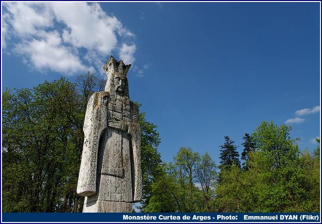 Statue Curtea de Arges Monastere