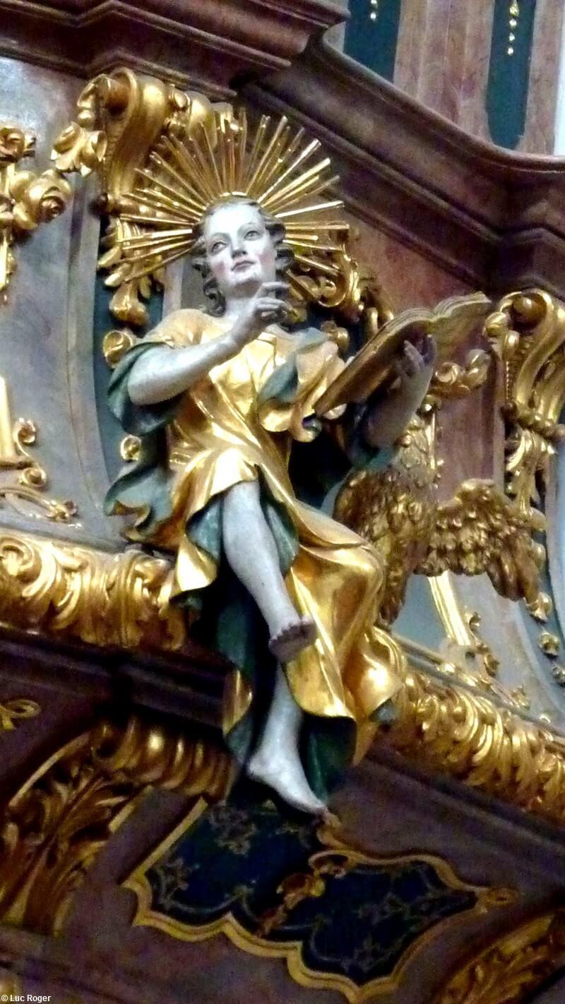 Statue d'un Lecteur détail de la chaire Abbaye de Rohr