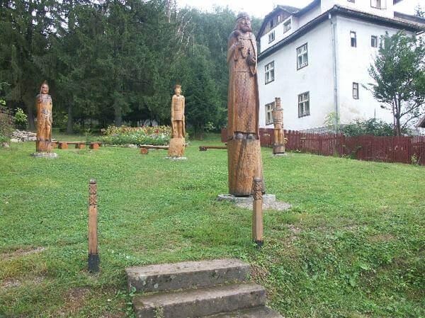 statues de bois bucovine