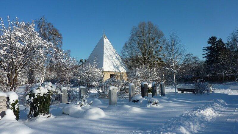 Tombes sous la neige Westfriedhof cimetiere de l'ouest à Munich