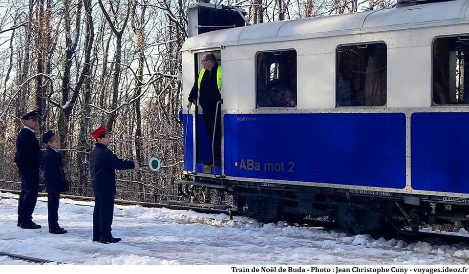 Train de Noël vers les collines de Budapest