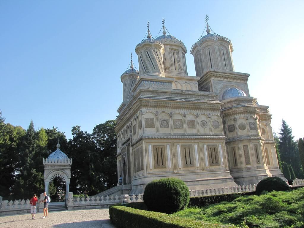 Vue extérieure du monastère orthodoxe roumain de Curtea de Arges
