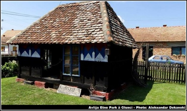 avlija etno park gusci maison de bois