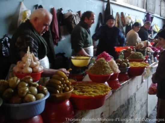 bazar de Kutaisi vendeurs de fruits et légumes