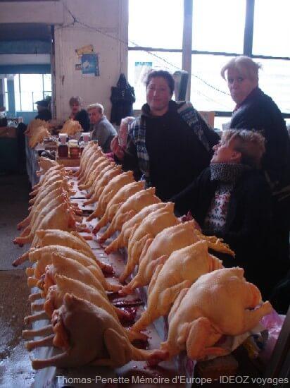 bazar de Kutaisi vendeuse de Poulets