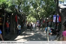 beijing promenade bordée d'arbres