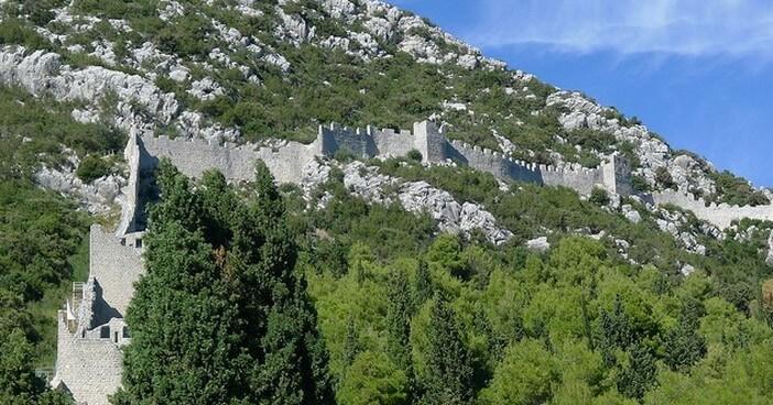Citadelle de Ston ; la muraille de Chine de l'Europe sur la presqu'île de Peljesac (Dalmatie du Sud)