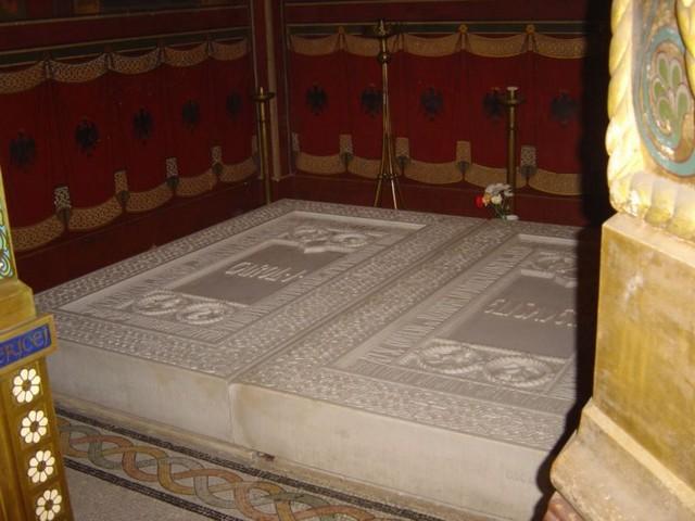 eglise Curtea de Arges tombeaux bessarab