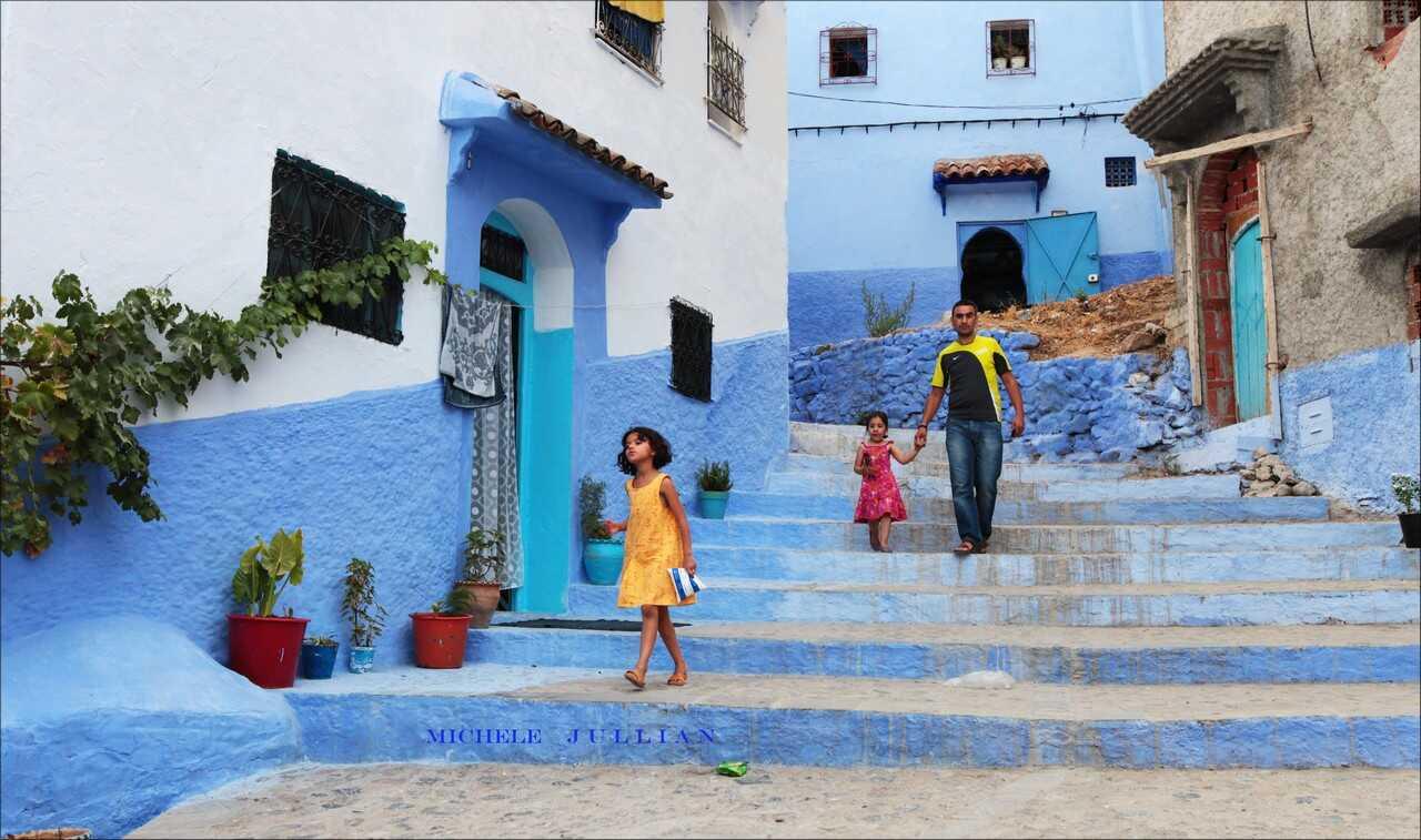 enfants dans les rues de chefchaouen