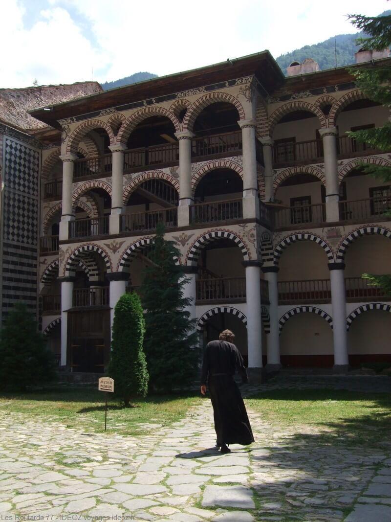 galeries du monastère Rila en Bulgarie centrale (1)