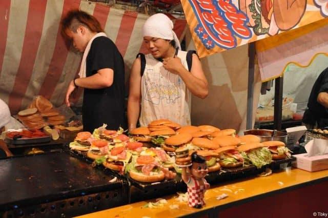 hamburgers lors du gion matsuri food festival