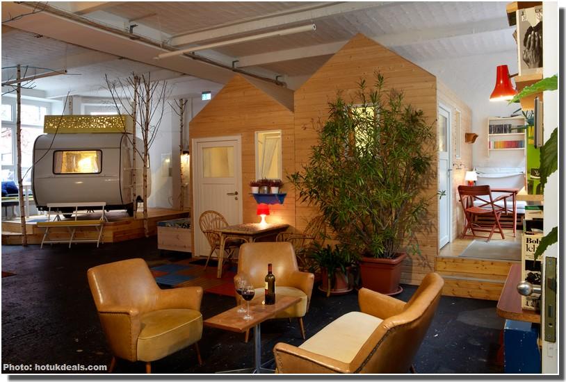 Huettenpalast Berlin Hotel ; Nuit bohème dans un Palace de cabanes