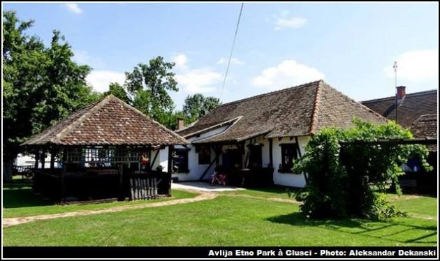maisons etno park avlija glusci serbie