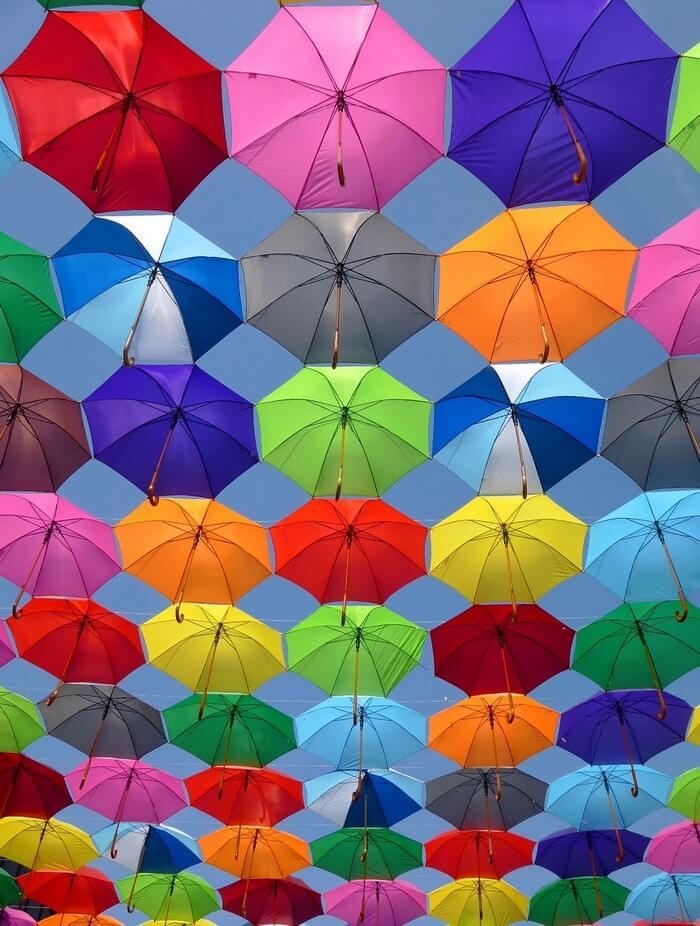 parapluies colorés à budapest (1)
