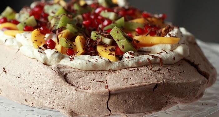 pavlova aux fruits exotiques et au chocolat
