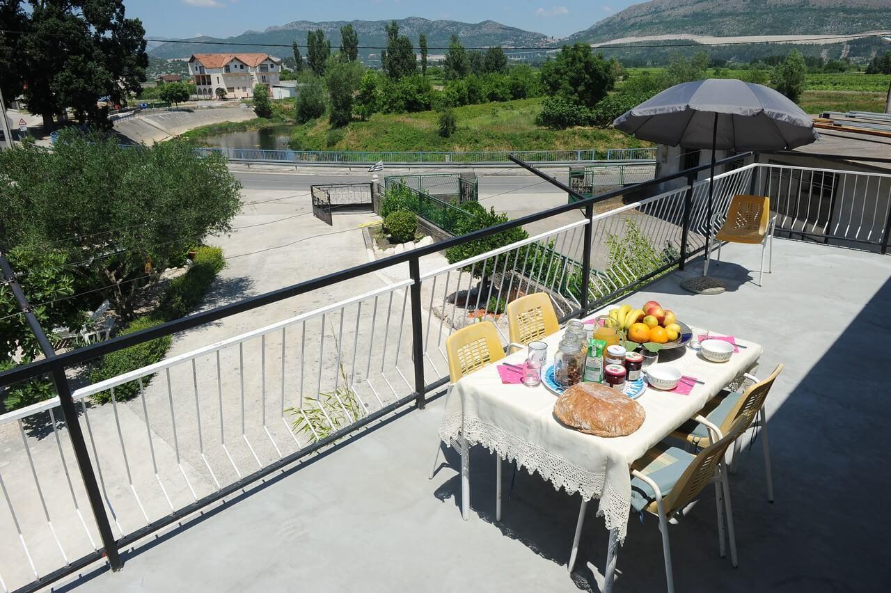 petit déjeuner croatie en dalmatie avec des produits frais à la villa Mélanie à Stasevica