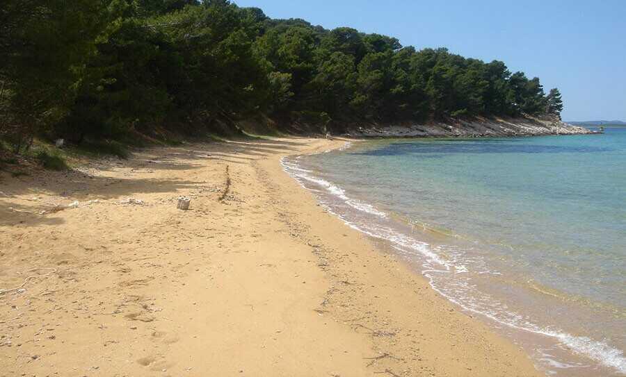 plage de sable sur l'ile de vrgada