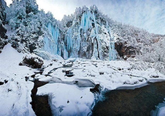 plitvice sous la neige croatie en hiver