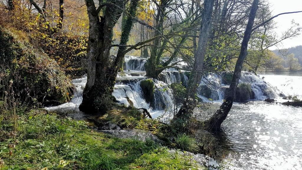 rivière et cascades Mreznica près de Karlovac