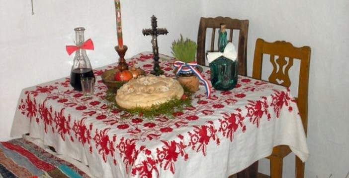 table de réveillon de Noël en Serbie