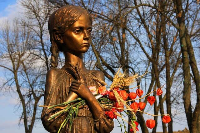 statue en hommage à l'holodomor en ukraine
